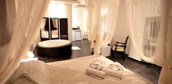 רוסו roso רחובות מלון בוטיק באווירה אינטימית ובו סוויטות וחדרי אירוח איכותיים להשכרה לפי שעות